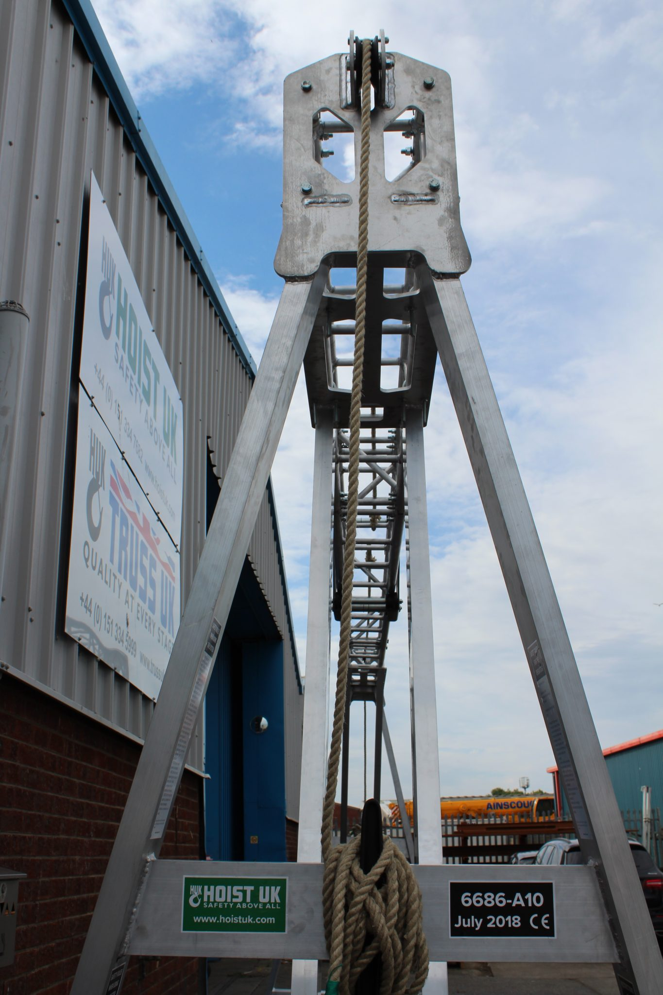 Low Headroom Gantry Crane with 7m Span and Stagemaker Hoist